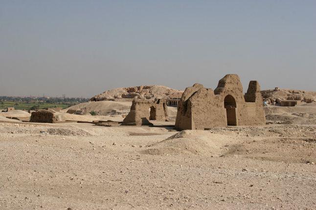 Сохранившиеся фрагменты жилого дома древних египтян
