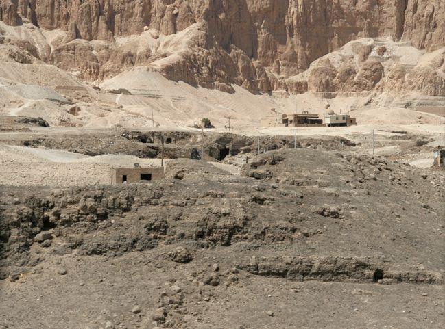 Руины древнего поселения в Египте
