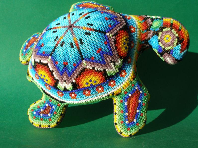Фигурка черепахи, украшенная мозаикой из бисера