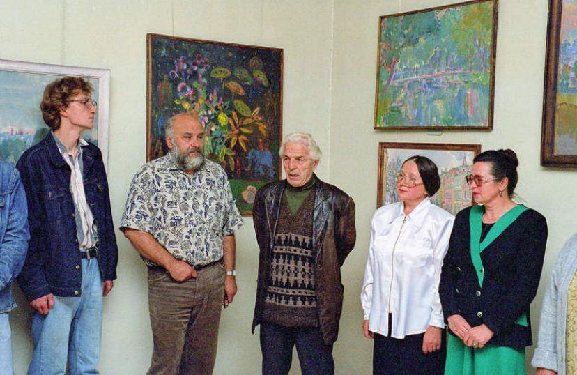 Художник Иван Сорокин ( в центре)