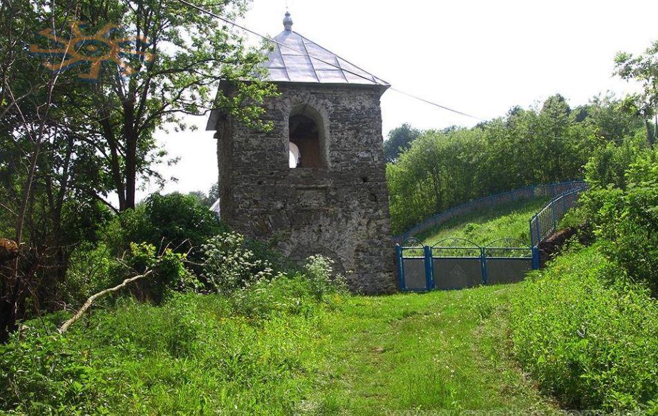 Колокольня церкви в Рухотине