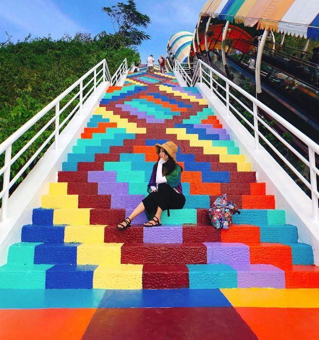 Радужная лестница в Нячанге ( Вьетнам).