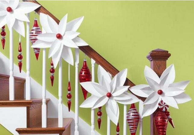 Элементы праздничного декора лестницы