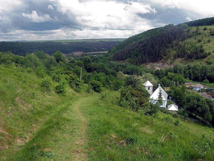 Село РУхотин Хотинского района Черновицкой области ( Украина)