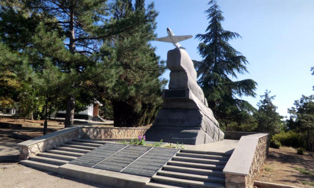 Памятник советский летчикам ( Малахов курган).