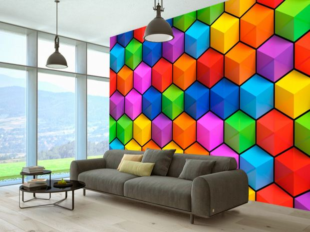 Яркая радужная центральная стена оживит нейтральный интерьер гостиной