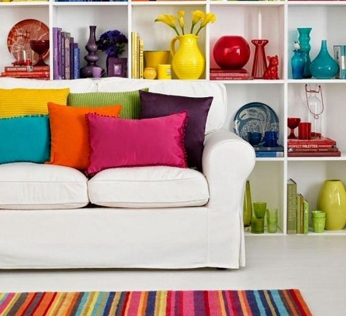 Аксессуары разных цветов добавят необходимую изюминку