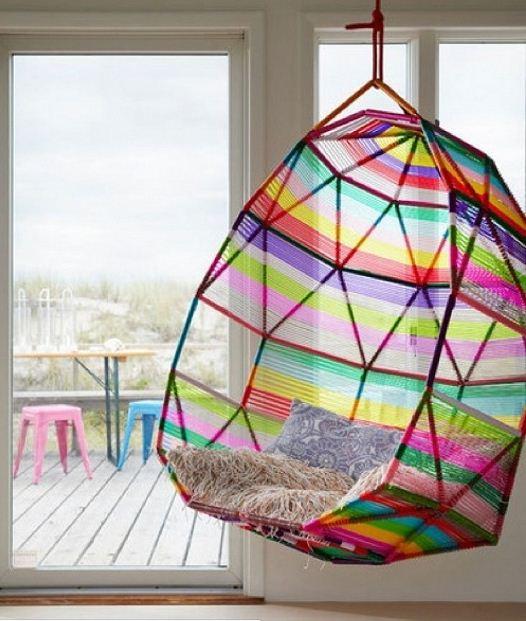 Подвесной стул радужной расцветки