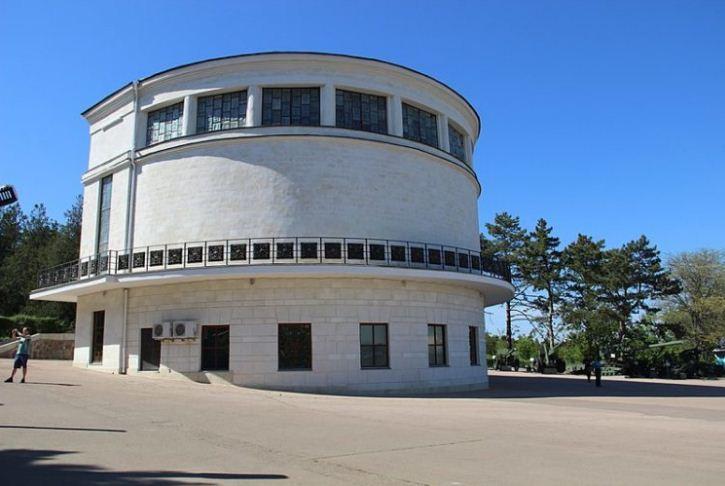 """Здание диорамы """" Штурм Сапун - горы 7 мая 1944 года"""" на Сапун - горе в Севастополе."""