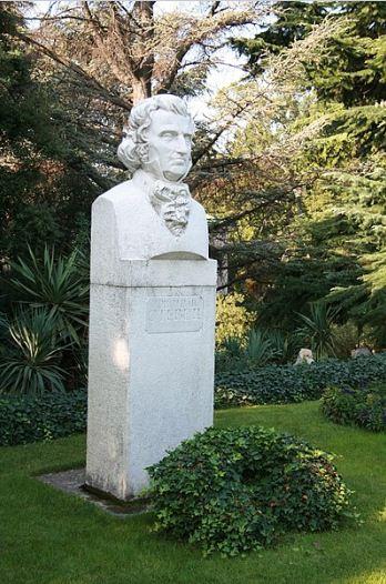 Памятный бюст Х. Стевена в Никитском ботаническом саду.