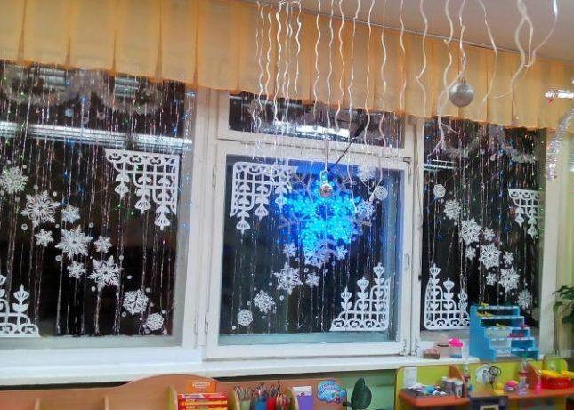 Новогодний декор оконных стекол