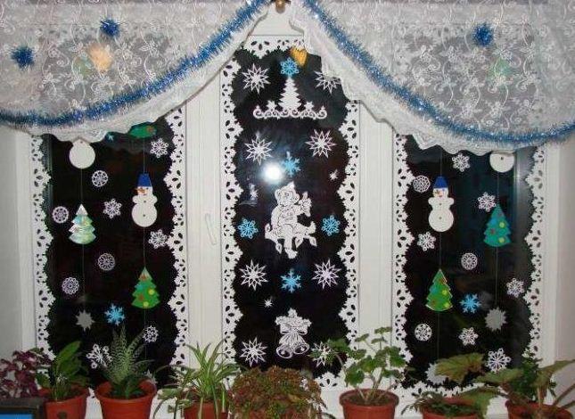 Изысканный декор окон к новогоднему празднику.