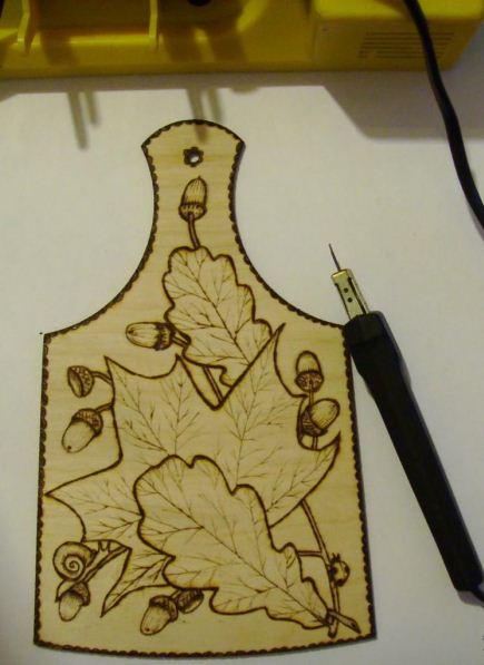 Разделочная доска с элементами пирогравюры