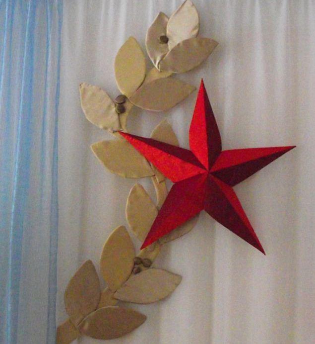 Элементы декора выполнены из плотного картона и обтянуты тканью.