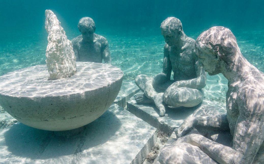 Подводные философы размышляют о смысле бытия.