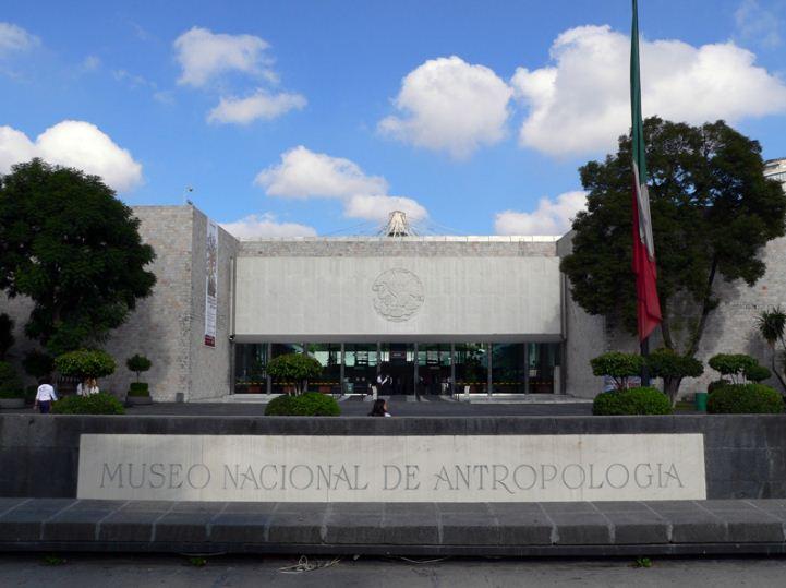Музей антропологии и истории в Мехико
