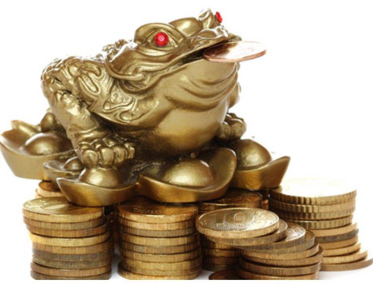 Жаба с монеткой приносит богатство