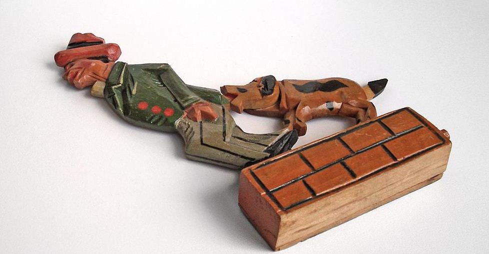 Старинная деревянная механическая игрушка