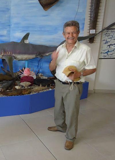 Дайвер Наполеон Сейгас - коллекционер морских редкостей и инициатор создания Музея ракушек.